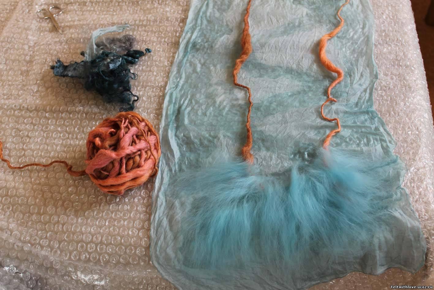 Вышивка петух в пионах